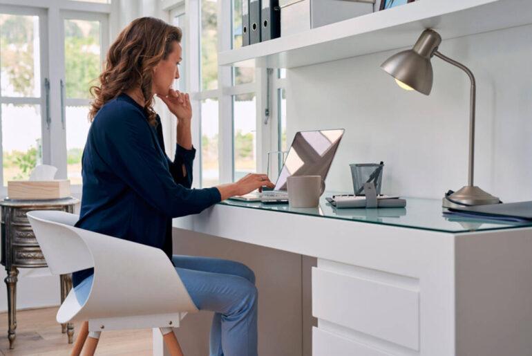 6 muebles que no deben faltar en tu espacio de trabajo en casa
