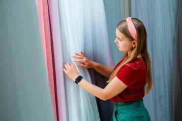 Tipos de cortinas para sala que complementarán tu decoración